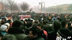 河南安阳民众2012元旦集会示威,呼吁解决非法融资问题