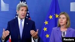 Američki državni sekretar Džon Keri i visoka predstavnica EU Federika Mogerini
