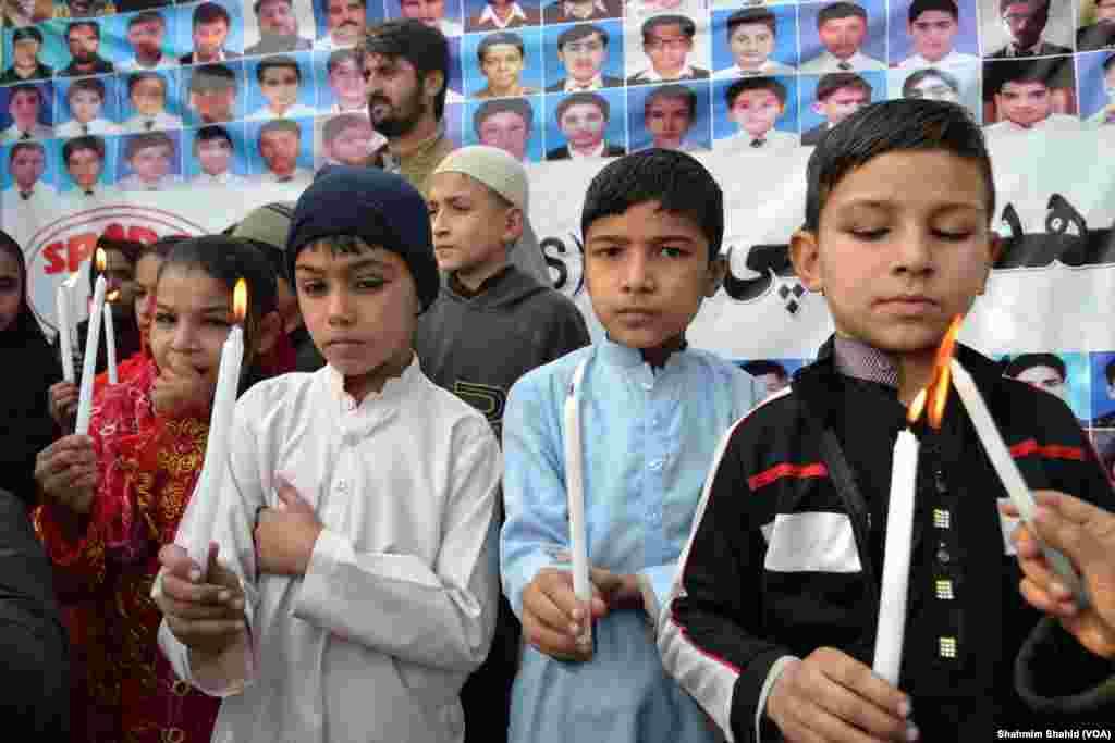 پشاور کے آرمی پبلک اسکول پر ہونے والے دہشت گرد حملے کو دو سال مکمل ہو گئے ہیں۔