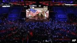Para delegasi partai menonton presentasi video dalam Konvensi Nasional Partai Republik di Tampa, Florida. (Foto: AP)