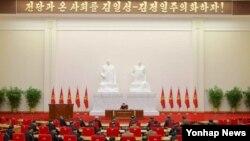 북한이 최고인민회의 제13기 1차 회의를 하루 앞둔 8일 노동당 중앙위원회 정치국 회의를 열어 당 조직 문제 등 중요 안건을 결정했다고 노동당 기관지 노동신문이 9일 전했다.