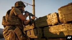 Donetsk yaqinidagi Ukraina askarlariga qarashli nazorat posti, 23-avgust, 2015-yil.