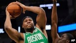 在中国打球的外籍球员雅布赛莱曾为前波士顿凯尔特人球队球员。2019年4月30日他在一场NBA比赛中投篮。