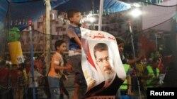 Morsijeve pristalice i dalje kampuju na dva lokaliteta u Kairu uprkos upozorenjima vlasti da se povuku