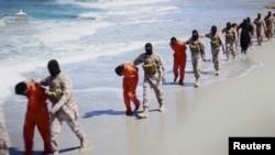 Kelompok militan ISIS membawa 30 orang warga Ethiopia (foto: dok).