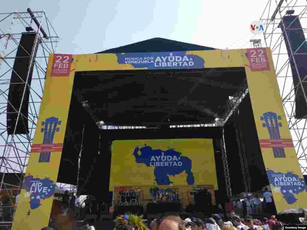 El multimillonario Richard Branson organizó el concierto en la frontera colombo-venezolana; antes de que comenzará el evento, dio una rueda de prensa.