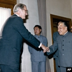 李洁明1984年会晤中国领导人邓小平