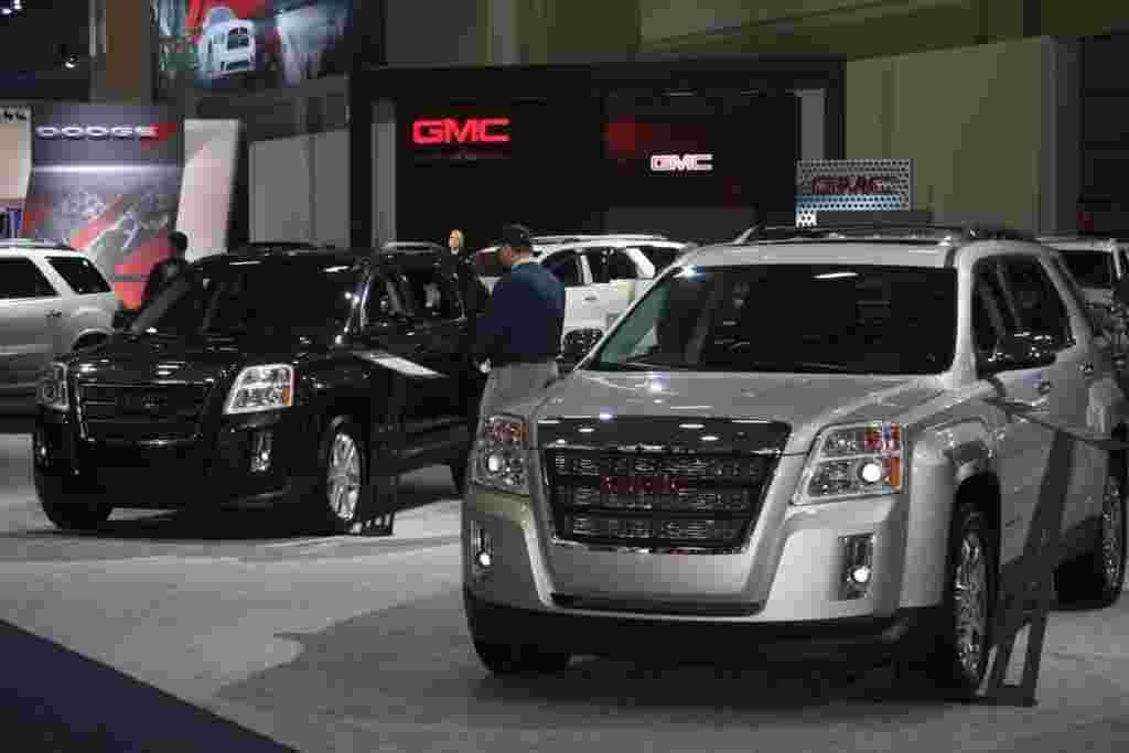 Los grandes vehículos utilitarios tampoco faltan en la Feria del Automóvil en Washington.