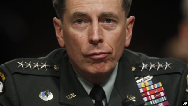 U.S. and NATO commander in Afghanistan Gen. David Petraeus (file photo – 23 Nov 2010)