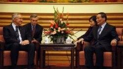 هری رید، رهبر اکثریت سنای آمریکا و «وانگ کیشان»، معاون نخست وزیر چین- پکن ۲۰ آوریل ۲۰۱۱