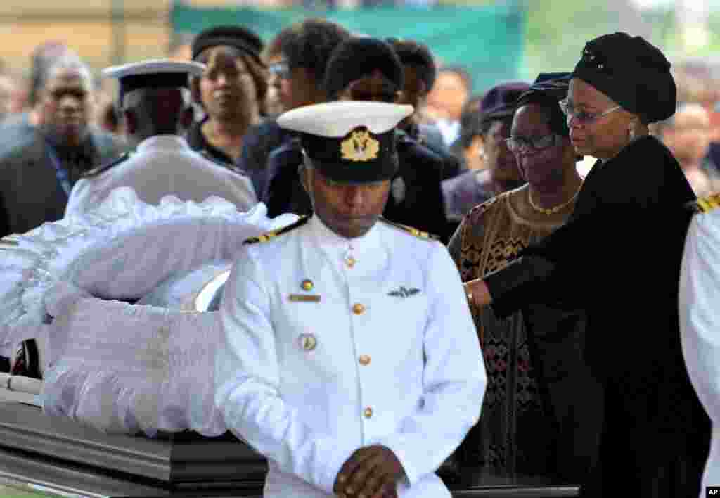Nelson Mandela's widow Graca Machel, right, pays her respects to the former South African president at the Union Buildings in Pretoria, Dec. 11, 2013.