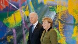 1 Şubat 2013 tarihine ait bu fotoğrafta o dönemde Başkan Yardımcısı olan Joe Biden ve Almanya Başbakanı Angela Merkel, Biden'ın Berlin'e yaptığı resmi ziyarette bir arada görüntülenmiş.