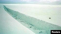拉森B-22冰架崩塌现象