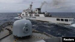 印尼巡邏艇遇到了在印尼北納土納專屬經濟區的中國海警船。(2020年1月11日)