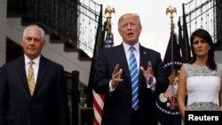 Başkan Trump, Dışişleri Bakanı Tillerson ve BM Büyükelçisi Haley'le birlikte New Jersey'de kameraların karşısına geçti
