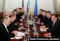 Joe Biden, tada potpredsjednik SAD, na sastanku sa članovima Predsjedništva BiH, Javierom Solanom, predstavnikom EU za vanjsku politiku i Valentinom Inzkom, visokim predstavnikom u BiH, maj 2009.