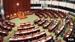 香港立法會大會流會,未能恢復二讀被網民稱為「網絡23條」的《2014年版權(修訂)條例草案》。(美國之音湯惠芸攝)