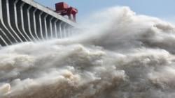 """时事大家谈:洪水考验三峡大坝,六亿人头顶""""定时炸弹""""?"""