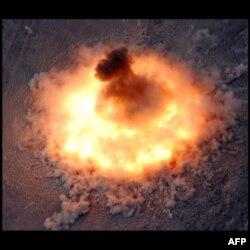 """Kongre """"Bombaların Bombası""""na Yeşil Işık Yaktı"""