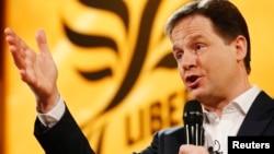 2013年3月9日英国副首相尼克·克莱格布莱顿自由民主党春季会议中回答问题资(资料照片)