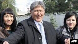 Cựu Thủ tướng Kyrgyzstan Almazbek Atambayev được tuyên bố đắc cử tổng thống
