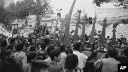 Insiden pengambilalihan Kedutaan Besar AS di Teheran oleh para mahasiswa November tahun 1979 (foto: dok).