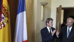 راست: میگل مراتبنوس، وزیر امور خارجه اسپانیا و برنارد کوشنر، وزیر امور خارجه فرانسه
