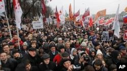 俄羅斯人抗議反對普京並要求民主