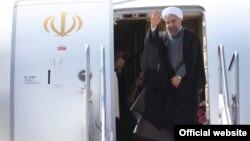 حسن روحانی تهران را به مقصد نیویورک برای شرکت در نشست مجمع عمومی سازمان ملل ترک می کند - ۲ مهر ۱۳۹۴