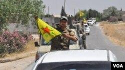Şervanekî Kurd ala YPG bilind dike