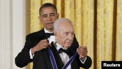 U.S. President Barack Obama presents the Presidential Medal of Freedom to Israeli President Shimon Peres in the East Room of the White House in Washington, June 13, 2012.