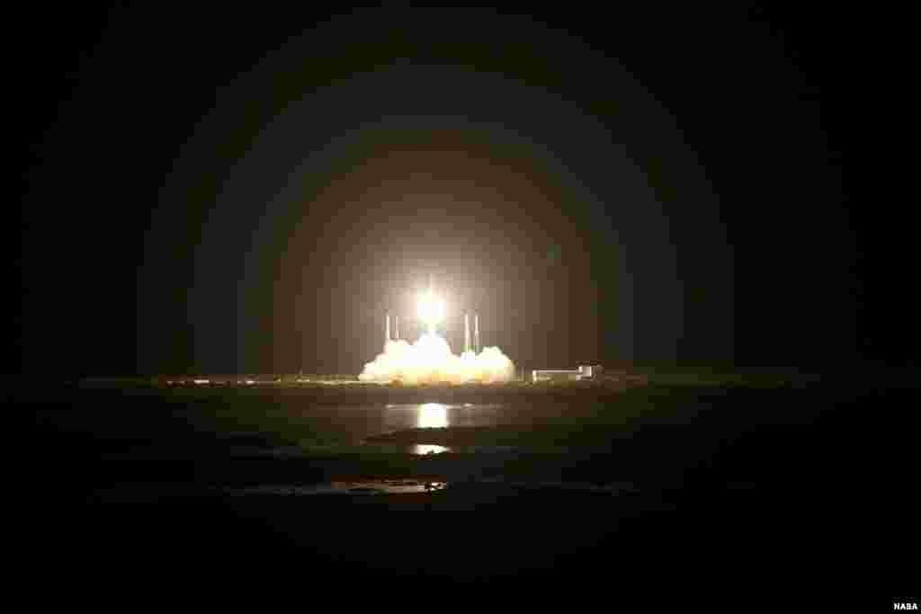 La fusée Falcon 9 décollant de Cap Carnaveral, en Floride, le 7 octobre 2012, en vue de placer en orbite la capsule Dragon (NASA/Gianni Woods)