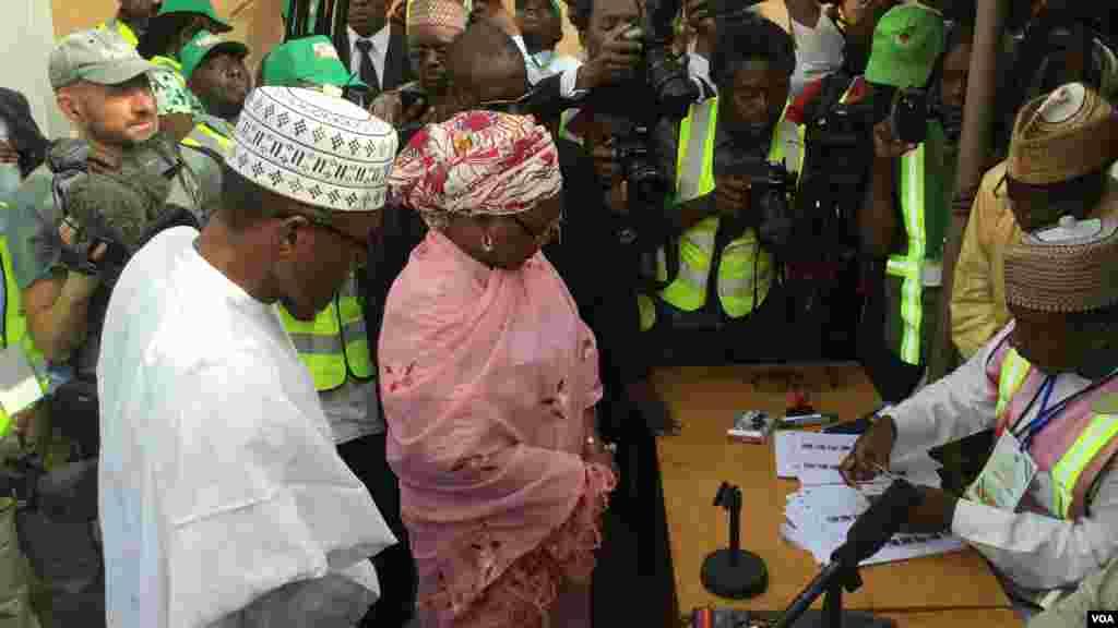 General Muhammadu Buhari, the Pesidential candidate of the opposite APC and his wife, Aishatu Buhari, been accredited at their polling unit, Kofar Faru III in Daura, Katsina state.