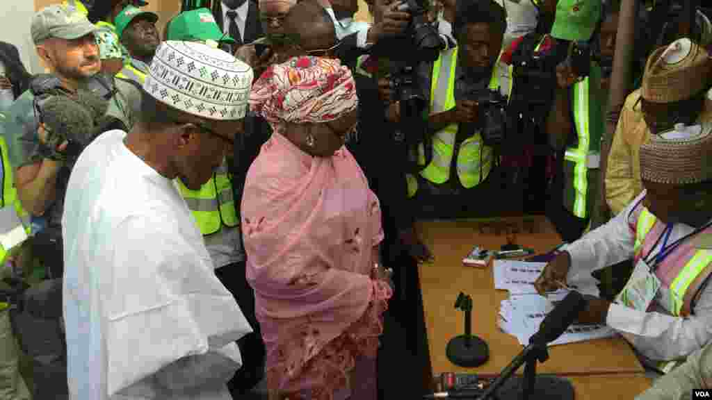 General Muhammadu Buhari, the Pesidential candidate of the opposite APC and his wife, Aishatu Buhari, been accredited at their polling unit, Kofar Faru III in Daura, Katsina state.
