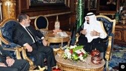 مرسی و ملک عبدالله در باره مناسبات دوجانبه و مسائل منطقه ای گفتگو و تبادل نظر کردند. عکس از عرب نیوز