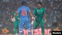 Tim Cricket India berhadapan dengan tim Pakistan di Kolkata, India, tahun lalu (foto: ilustrasi).