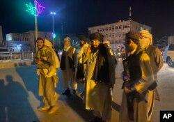 طالبان کابل کے صدارتی محل میں داخل ہو رہے ہیں۔ 15 اگست 2021