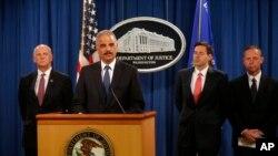 Bộ trưởng Tư pháp Mỹ Eric Holder họp báo để cho biết cụ thể về các cáo buộc