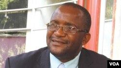 MDC-T spokesman Douglas Mwonzora (Sebastian Nyamhangambiri for VOA)