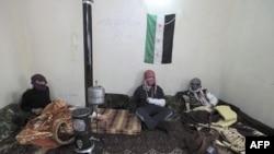 Ranjenici Slobodne sirijske armije u improvizovanoj bolnici u pokrajini Idlib