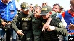 Según un comunicado oficial de Migración Colombia, sólo en el Norte de Santander, 53 miembros de las fuerzas armadas de Venezuela depusieron sus armas y fueron a Colombia.