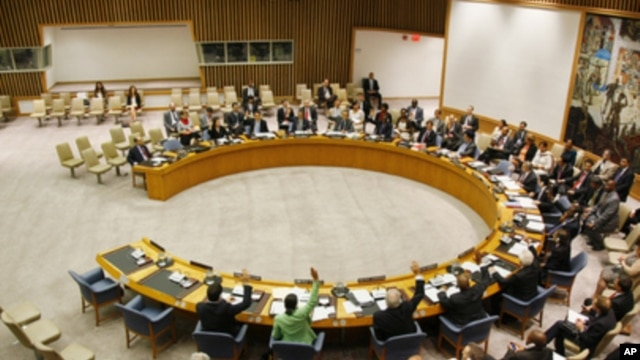 A wide view of the Security Council as members unanimously adopt resolution 2009 (2011), authorizing the deployment of the United Nations Support Mission in Libya, September 16, 2011.