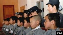 Anak-anak korban perdagangan manusia di Biro Keamanan Publik Panglong di Kunming, provinsi Yunnan (foto: dok).