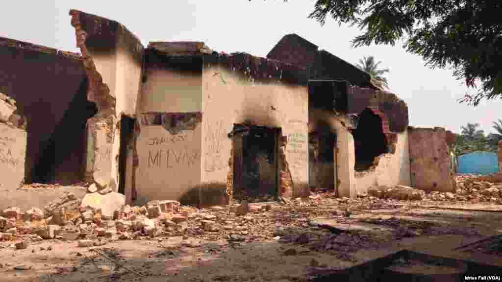 Mosquee brûlée au Quartier fou.