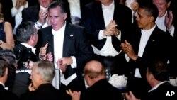 奥巴马总统和共和党总统候选二年罗姆尼10月18日在纽约出席一个慈善晚宴
