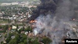 Khói bốc lên từ hiện trường vụ tai nạn xe lửa ở Lac Megantic, Quebec, 6/7/2013