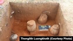 """Beberapa bejana (gentong) yang ditemukan di wilayah """"Dataran Jars"""" di pusat kota Laos (Foto: dok)."""