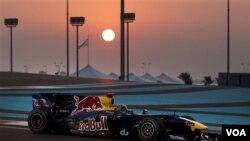El Red Bull de Sebastian Vettel salió victorioso del circuito de Abu Dhabi, para obtener el campeonato de pilotos y constructores 2010.
