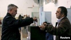 Избиратели голосуют в Лиссабоне, Португалия. 24 января 2016 г.