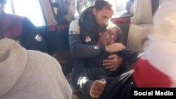 تصویری از جنازه فرهاد خسروی، کولبر ۱۴ ساله، که بر اثر سرمازدگی جان باخت.